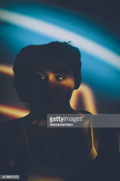 Caché dans l'ombre
