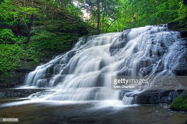 hidden waterfall - スカネアトレス湖 ストックフォトと画像