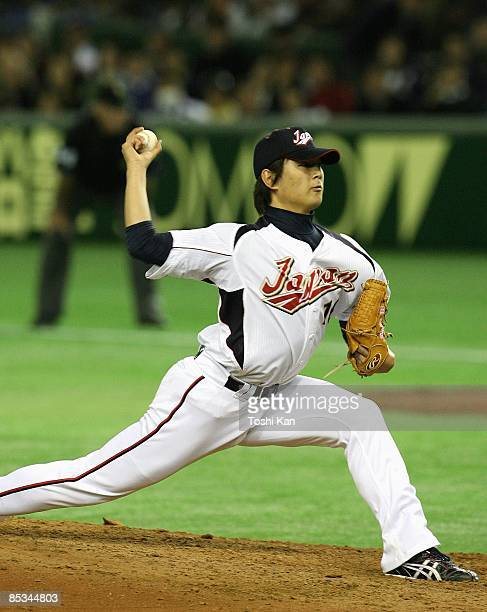 Hideaki Wakui of Japan pitches during the Pool A game one between China and Japan during the the first round of the 2009 World Baseball Classic on...