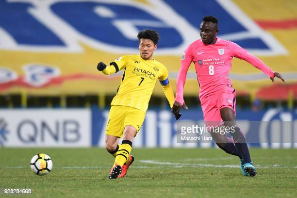 Hidekazu Otani of Kashiwa Reysol and Alexander Oluwatayo of Kitchee compete for the ball during the AFC Champions League Group E match between...