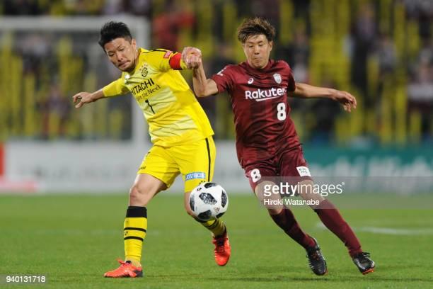 Hidekazu Otani of Kashiwa Reysol and Hirotaka Mita of Vissel Kobe compete for the ball during the JLeague J1 match between Kashiwa Reysol and Vissel...