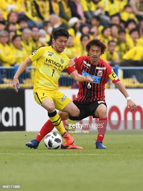 Hidekazu Otani of Kashiwa Reysol and Shingo Hyodo of Consadole Sapporo compete for the ball during the JLeague J1 match between Kashiwa Reysol and...