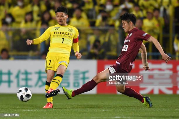 Hidekazu Otani of Kashiwa Reysol and Shuhei Otsuki of Vissel Kobe compete for the ball during the JLeague J1 match between Kashiwa Reysol and Vissel...
