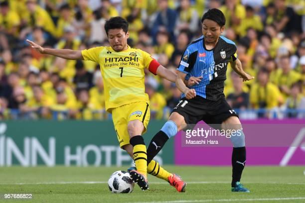Hidekazu Otani of Kashiwa Reysol and Yu Kobayashi of Kawasaki Frontale compete for the ball during the JLeague J1 match between Kashiwa Reysol and...