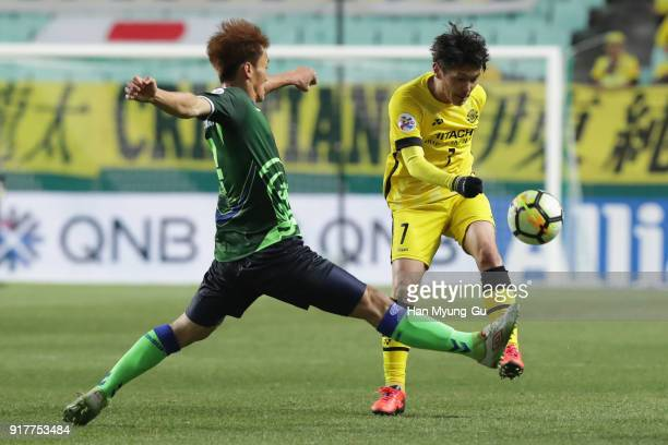 Hidekazu Otani of Kashiwa Reysol in action during the AFC Champions League Group E match between Jeonbuk Hyundai Motors and Kashiwa Reysol at the...