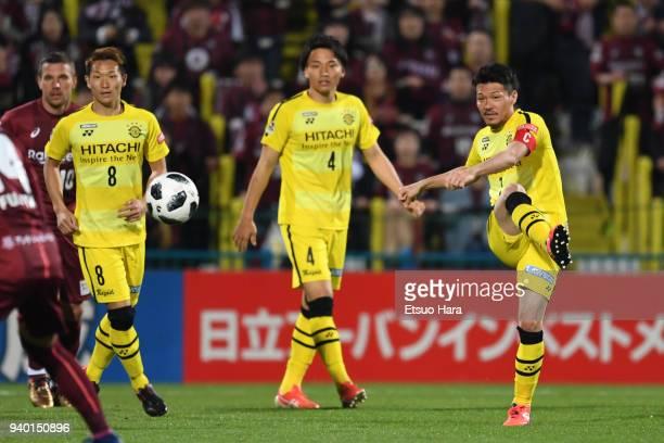 Hidekazu Otani of Kashiwa Reysol in action during the JLeague J1 match between Kashiwa Reysol and Vissel Kobe at Sankyo Frontier Kashiwa Stadium on...