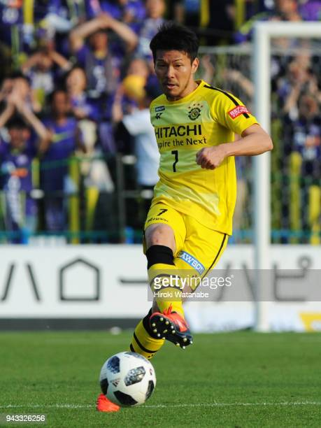 Hidekazu Otani of Kashiwa Reysol in action during the JLeague J1 match between Kashiwa Reysol and Sanfrecce Hiroshima at Sankyo Frontier Kashiwa...