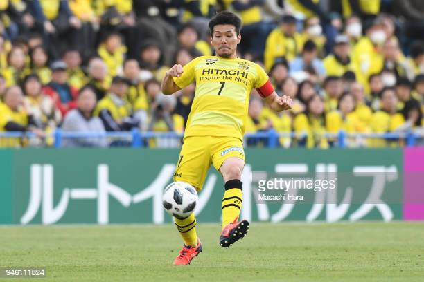 Hidekazu Otani of Kashiwa Reysol in action during the JLeague J1 match between Kashiwa Reysol and Consadole Sapporo at Sankyo Frontier Kashiwa...