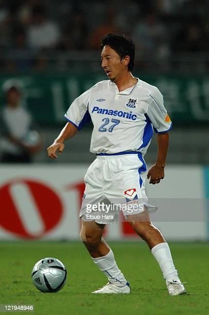 Hideo Hashimoto of Gamba OSaka in action during the JLeague match between Tokyo Verdy 1969 and Gamba Osaka at Ajinomoto Stadium on September 3 2005...