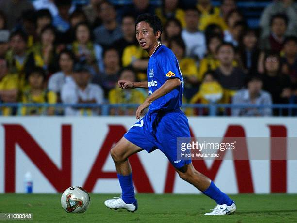 Hideo Hashimoto of Gamba Osaka in action during the JLeague match between Kashiwa Reysol and Gamba Osaka at Hitachi Kashiwa Soccer Stadium on August...