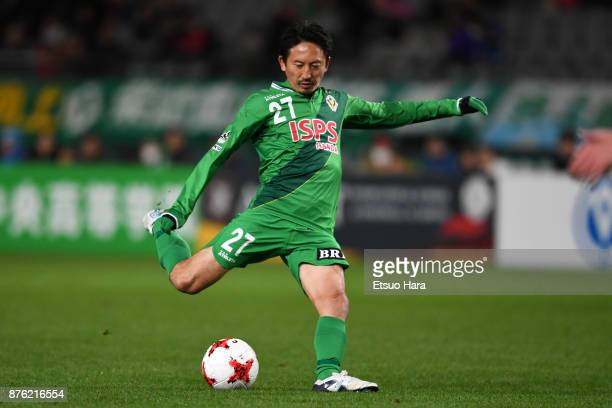 Hideo Hashimoto of Tokyo Verdy in action during the JLeague J2 match between Tokyo Verdy and Tokushima Vortis at Ajinomoto Stadium on November 19...