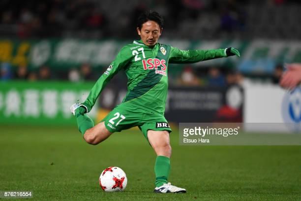 Hideo Hashimoto of Tokyo Verdy in action during the JLeague J2 match between Tokyo Verdy and Tokushima Vortis at Ajinomoto Stadium on November 19...