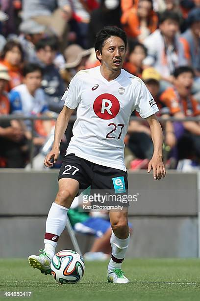 Hideo Hashimoto of Vissel Kobe in action during the JLeague Yamazaki Nabisco Cup Group A match between Shimizu SPulse and Vissel Kobe at IAI Stadium...