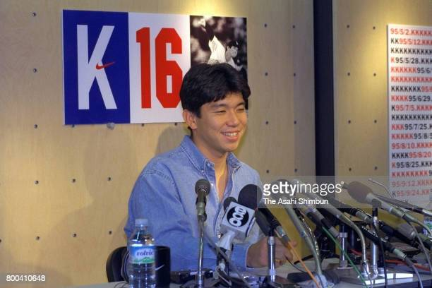 Hideo Nomo of the Los Angeles Dodgers attends a press conference after he was awarded the National League Rookie of the Year on November 10, 1995 in...