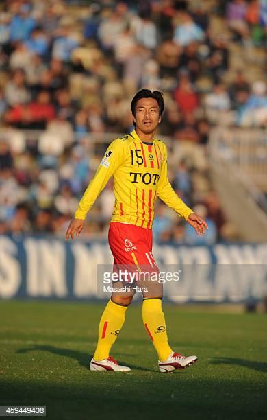 Hideo Oshima of Giravanz Kitakyushu looks on during the JLeague second division match between Yokohama FC and Giravanz Kitakyushu at Nippatsu...
