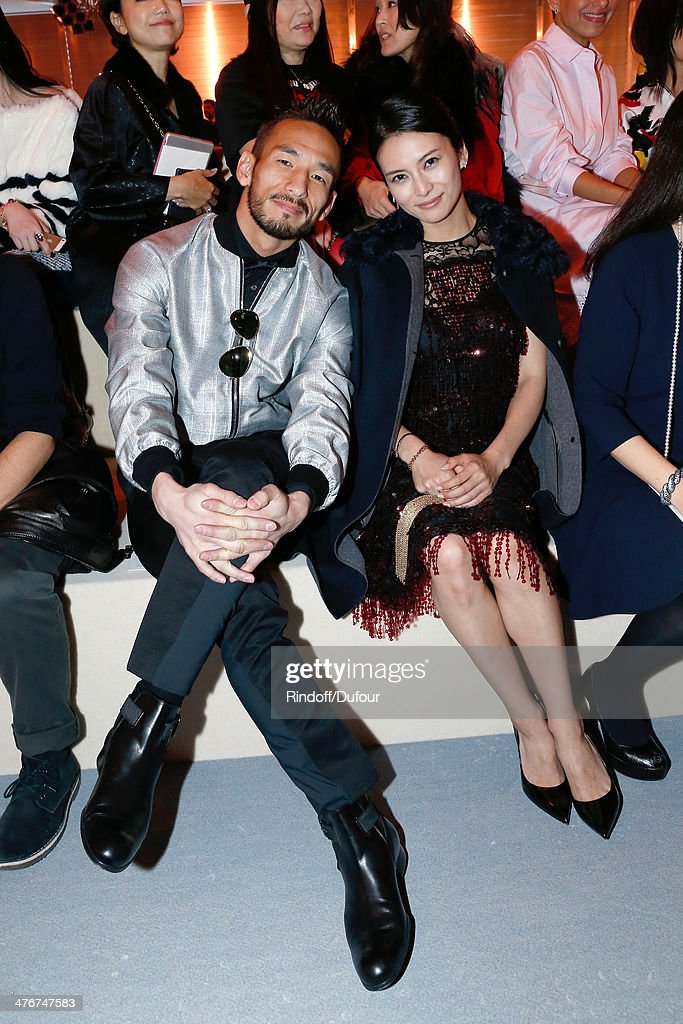 Louis Vuitton : Front Row  - Paris Fashion Week Womenswear Fall/Winter 2014-2015 : News Photo