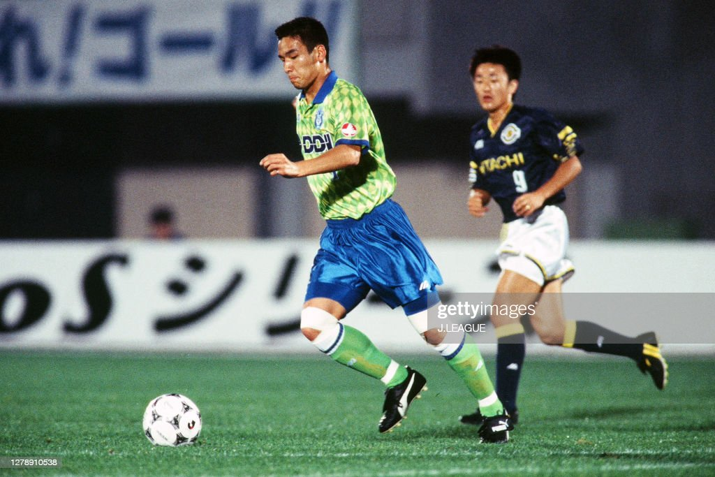 Hidetoshi Nakata of Bellmare Hiratsuka in action during the J.League... News Photo - Getty Images