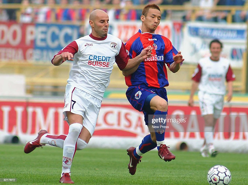 Hidetoshi Nakata of Bologna and Roberto Stellone of Reggina compete... News  Photo - Getty Images