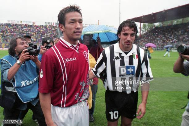 Hidetoshi Nakata of Perugia shakes hands with Alessandro Del Piero of Juventus after the Serie A match between Perugia and Juventus at the Stadio...
