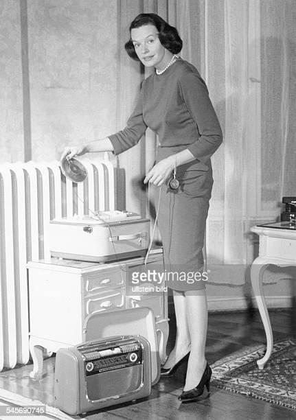 Hielscher Margot *Actre Singer Germanyusing a tape recorder 1960ies
