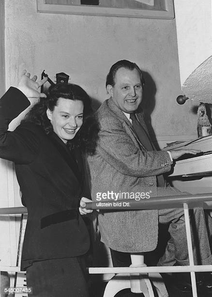 Hielscher Margot *Actress singer Germanywith film producer Will Meisel at a press conference on the occasion of the first release of the movie...