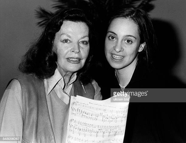 Hielscher Margot *Schauspielerin Schlagersaengerin D mit Marina Edelhagen 1983