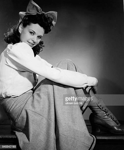 Hielscher Margot Singer Actress Germany * Scene from the movie 'Der Hochtourist' Directed by Adolf Schlyssleder Germany 1942 Produced by Bavaria...