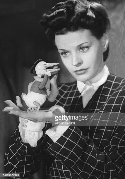 Hielscher Margot Singer Actress Germany * Scene from the movie 'In flagranti' Directed by Hans Schweikart Germany 1943 Produced by Bavaria Filmkunst...