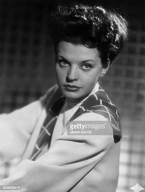 Hielscher Margot Singer Actress Germany * Scene from the movie 'Frauen sind keine Engel' Directed by Willy Forst Germany 1943 Produced by Deutsche...