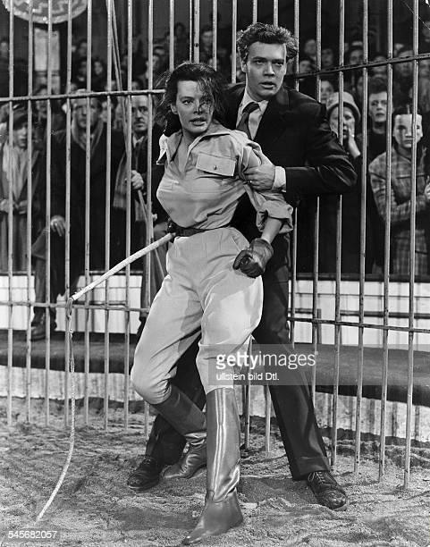 Hielscher Margot Singer Actress Germany * Scene from the movie 'Salto Mortale' with KarlHeinz Boehm Directed by Viktor Tourjansky West Germany 1953...