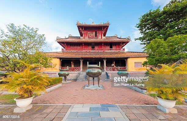 Hien Lam Pavilion and the urns Hien Lam Pavilion Pavilion of the Glorious Coming is a graceful monument situated in the center of the Dynastic Temple...