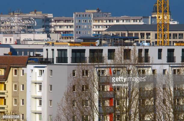 Hier am Eckhaus in der Neuen Rossstrasse wurde bei Plattenbausanierung durch neues aufgestocktes Dachgeschoss zusaetzlich Wohnraum gewonnen