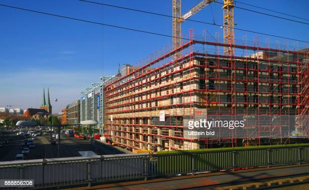Hier auf dieser ehemaligen Baubrache davor temporaerer Parkplatz starteten im August 2015 die Bauvorbereitungen fuer einen 95 Mill teuren HotelNeubau...