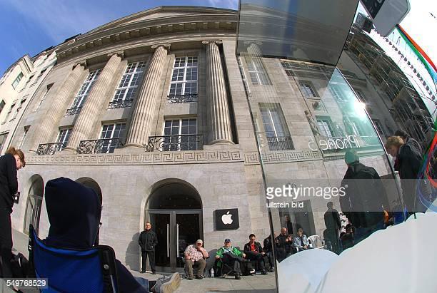 Hier im Kurfuerstendamm 26 eroeffnet heute um 17 Uhr Deutschlands groesster AppleFlagshipStore mit 5000 m2 Verkaufsflaeche Seit Mai 2011 wurde ueber...