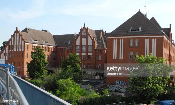 Hier in dem ehemaligen Schulgebaeude am Ostkreuz in der Marktstrasse 912 soll im Fruehjahr 2016 nach erfolgten InnenUmbau die groesste Jugendherberge...