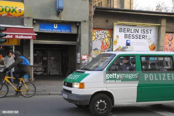 Hier ist der Zugang zum U8Bahnhof HeinrichHeineStrasse und gleichzeitig Treff fuer die Besucher des angesagten KitKatClub in der Berliner Partyszene...