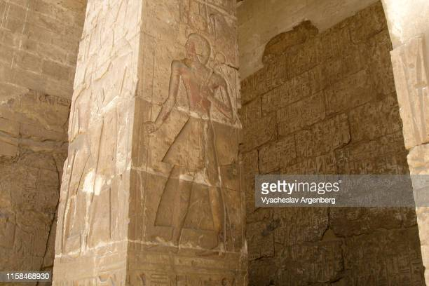hieroglyphics art of ancient egypt, temple of seti i, abydos - argenberg - fotografias e filmes do acervo