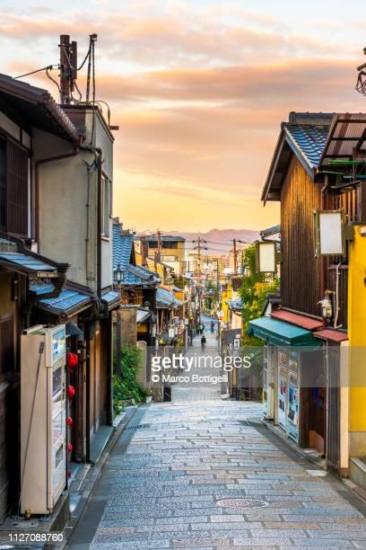 higashiyama district at sunset, kyoto, japan - kyoto city stock pictures, royalty-free photos & images