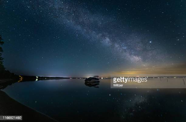 higgins lake north state park boat milky way - star field stock pictures, royalty-free photos & images