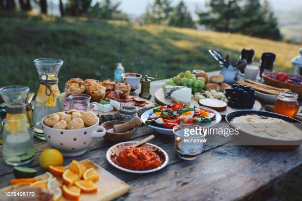 high angle image of a rustic, wooden food table - cultura mediterrânica imagens e fotografias de stock