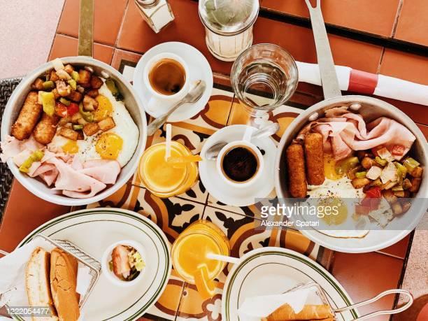 high angle of a breakfast served in a cuban restaurant - cultura cubana foto e immagini stock