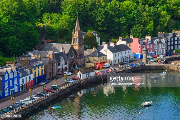 high angle view at tobermory village on scotland coast - harbour stock pictures, royalty-free photos & images