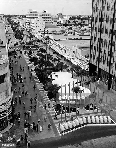 High angle view looking West along the Lincoln Road Mall from the Eastern end of Lincoln Road at the intesection of Collins Avenue, Miami Beach,...