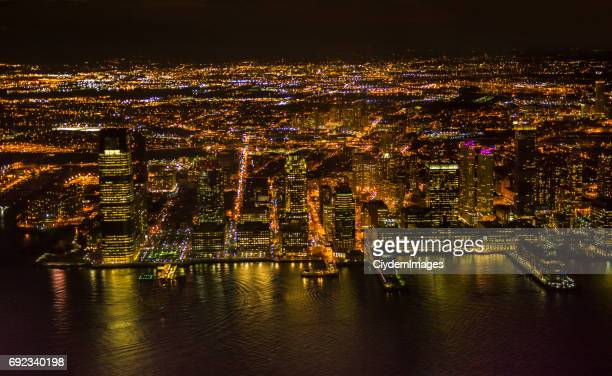 Vista de ángulo alto New Jersey City por la noche en estado de Nueva York