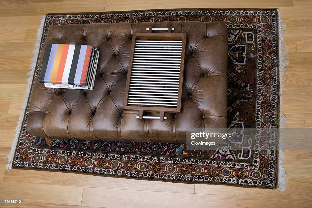 High angle view of a serving tray and towels on a table in a living room : Foto de stock