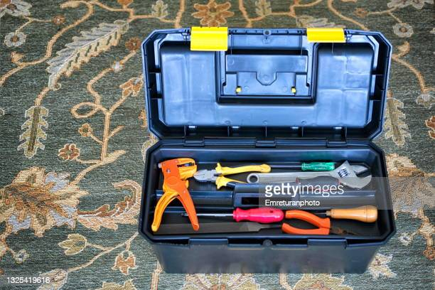 high angle view of a toolbox on a carpet. - emreturanphoto fotografías e imágenes de stock
