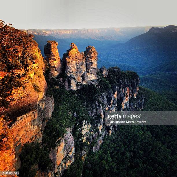 high angle view of a valley - katoomba stock pictures, royalty-free photos & images
