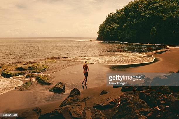 high angle view of a woman running on the beach, tahiti, society islands, french polynesia - femme tahitienne photos et images de collection