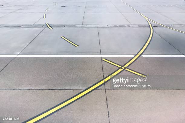 high angle view of airport runway - road marking stock pictures, royalty-free photos & images
