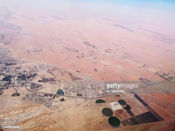 high angle view of arid landscape - bortes stockfoto's en -beelden